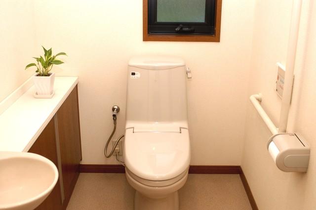 手すりのあるトイレ